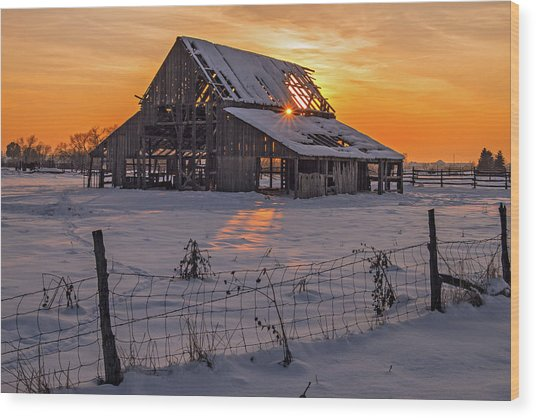 Wood Print featuring the photograph Mapleton Barn by Wesley Aston