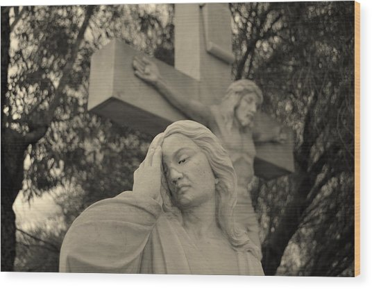 Mary Magdalene At The Crucifixion Wood Print