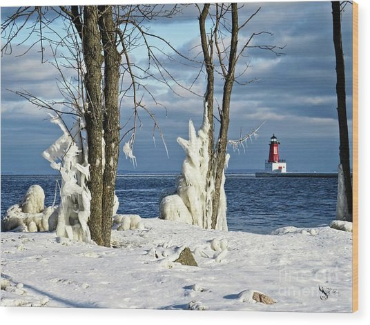 Menominee Lighthouse Ice Sculptures Wood Print