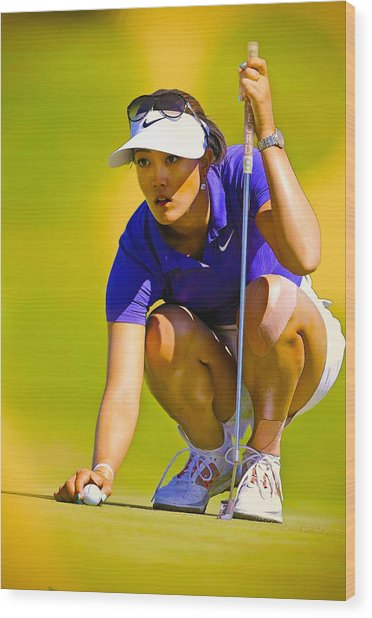 Michelle Wie Lines Up Her Putt  Wood Print