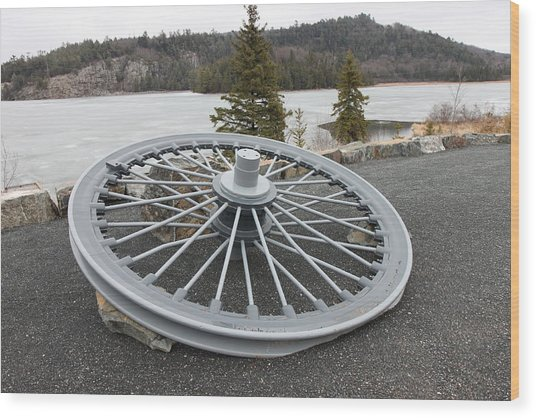 Mine Shaft Wheel Wood Print by Richard Mitchell