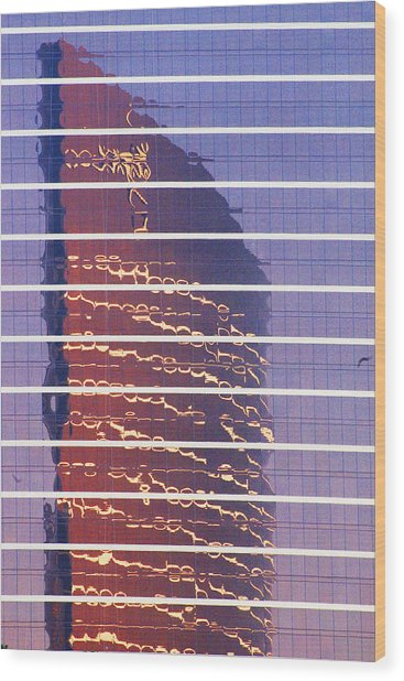 Modern Reflections In Sin City Wood Print by Richard Henne