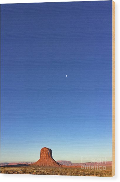 Monument Valley Morning View Wood Print