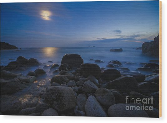 Moon Over Rocks At The Shore Wood Print by Royce Howland