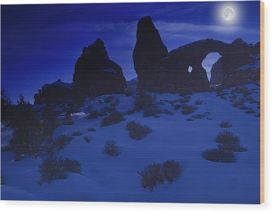 Moon Over Turret Arch Wood Print by Douglas Pulsipher