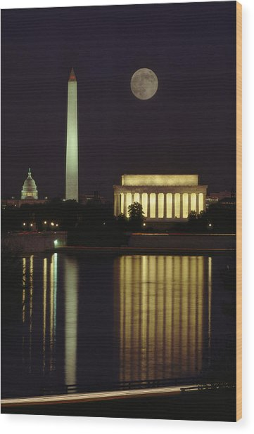 Moonrise Over The Lincoln Memorial Wood Print