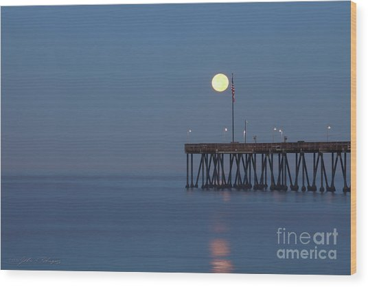 Moonset At The Ventura Pier Wood Print