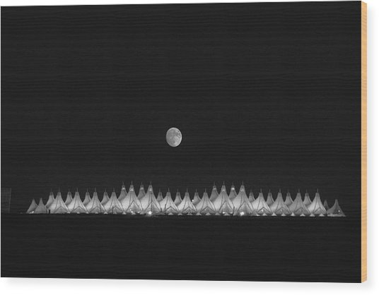 Moonset Over Dia Wood Print