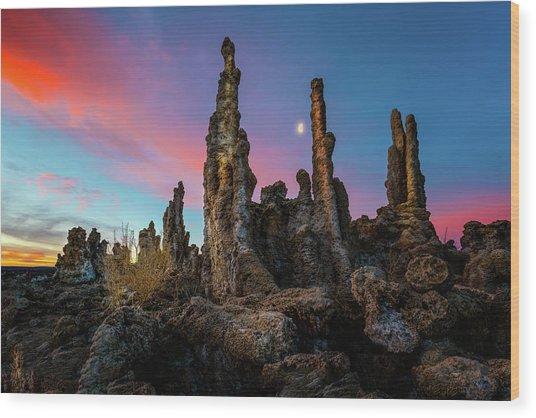 Moonset Over Mono Lake Wood Print