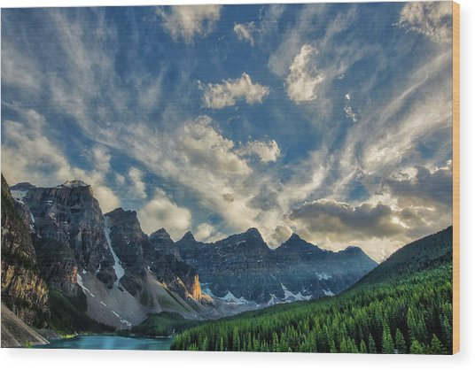 Moraine Lake Sunset - Golden Rays Wood Print