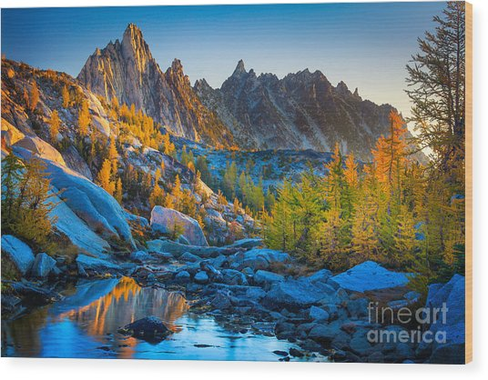 Mountainous Paradise Wood Print