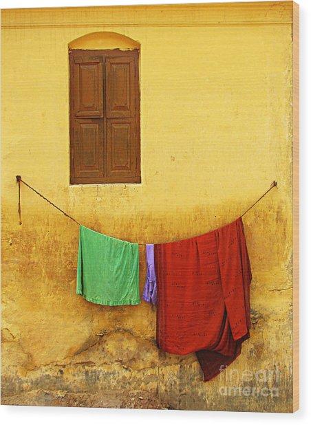 Mysore Wall Wood Print by Derek Selander