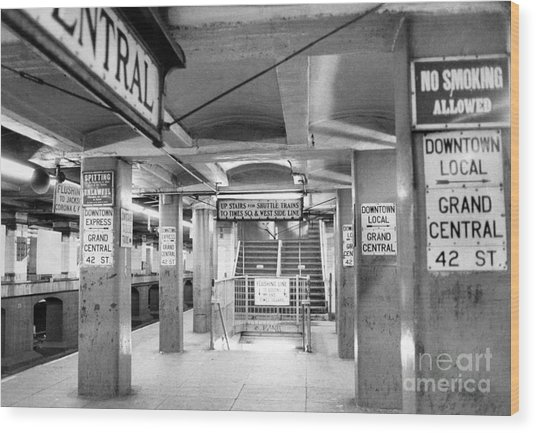 New York City Transit Strikes Leaves Grand Central Station Bare. 1980 Wood Print by William Jacobellis