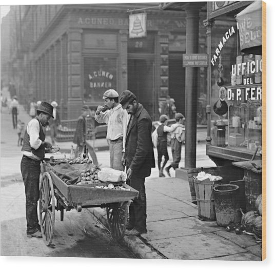 New York Clam Seller In Mulberry Bend 1900 Wood Print