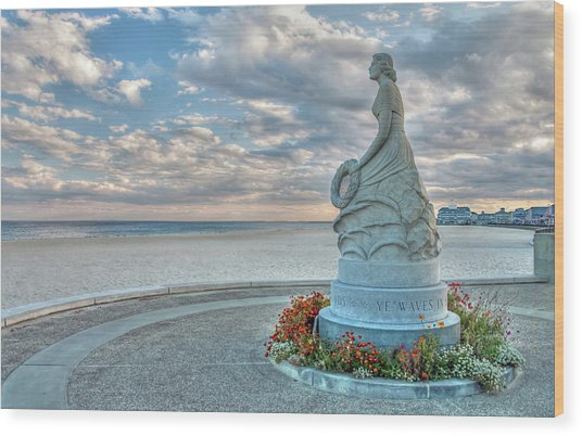 New Hampshire Marine Memorial Wood Print