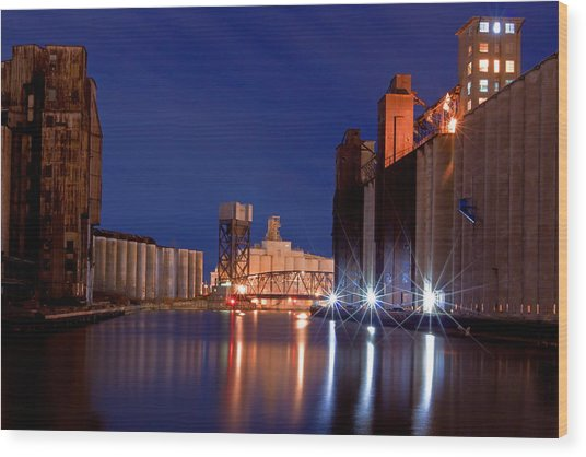 Night At Ohio Street Bridge Wood Print