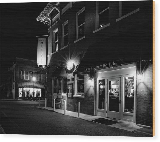 Night At The Everett Hotel In Black And White Wood Print