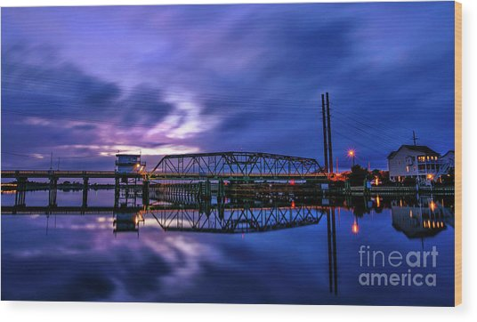 Night Swing Bridge Wood Print