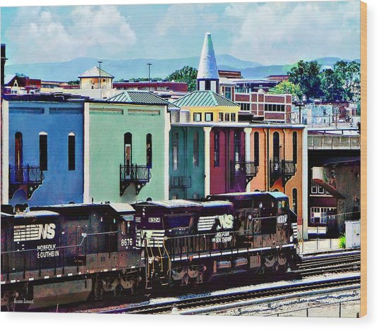 Norfolk Va - Train With Two Locomotives Wood Print