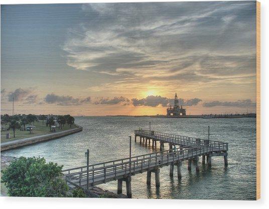 Oil Rig In Gulf Wood Print