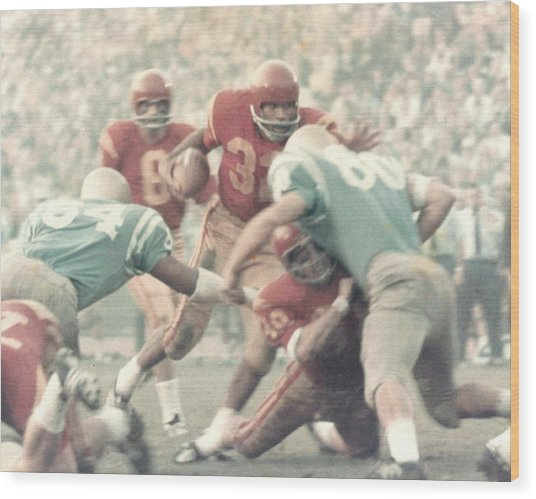 Oj Simpson Carrying The Ball Against Ucla Wood Print
