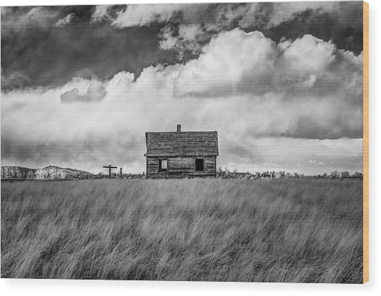 Old Farmhouse Wood Print by G Wigler