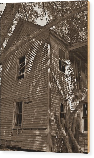 Old Farmhouse In Summertime Wood Print