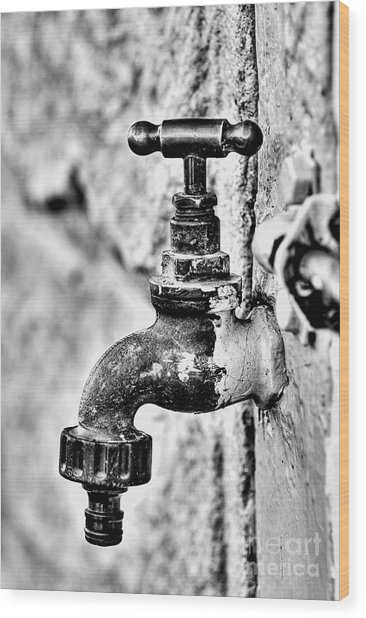 Old Outdoor Tap - Black And White Wood Print