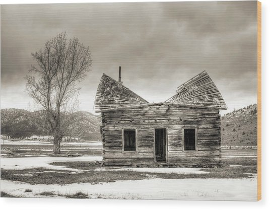 Old Rustic Log Cabin In The Snow Wood Print