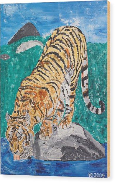 Old Tiger Drinking Wood Print