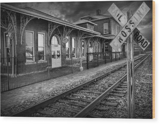 Old Train Station With Crossing Sign In Black And White Wood Print