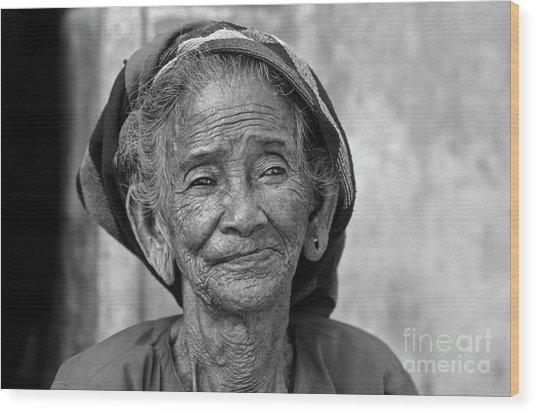 Old Vietnamese Woman Wood Print