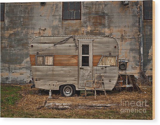 Wood Print featuring the photograph Old Vintage Rv Camper In The Mississippi Delta by T Lowry Wilson