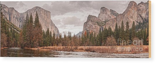 Panoramic View Of Yosemite Valley From Bridal Veils Falls Viewing Point - Sierra Nevada California Wood Print