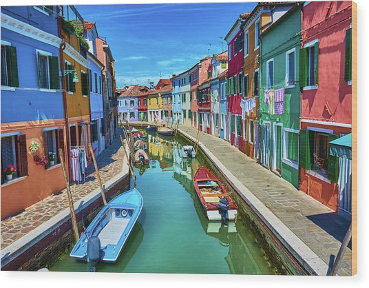 Picturesque Buildings And Boats In Burano Wood Print