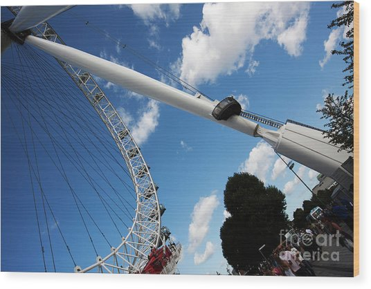 Pillar Of London S Ferris Wheel  Wood Print