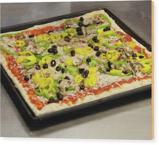 Pizza With Peppers Wood Print
