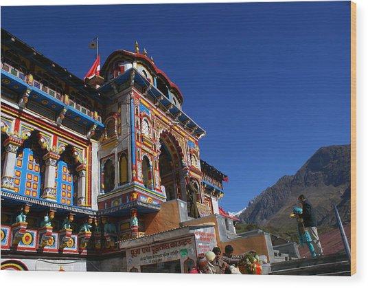 Prayers At Badrinath Temple Wood Print