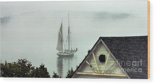 Preparing To Sail Wood Print