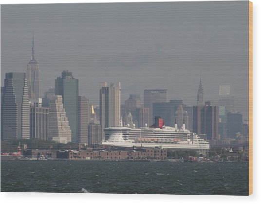 Queen Mary 2 Wood Print by Christopher Kirby