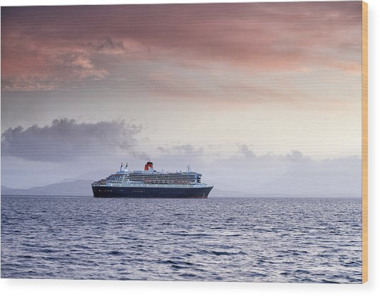 Queen Mary 2 Wood Print by Grant Glendinning
