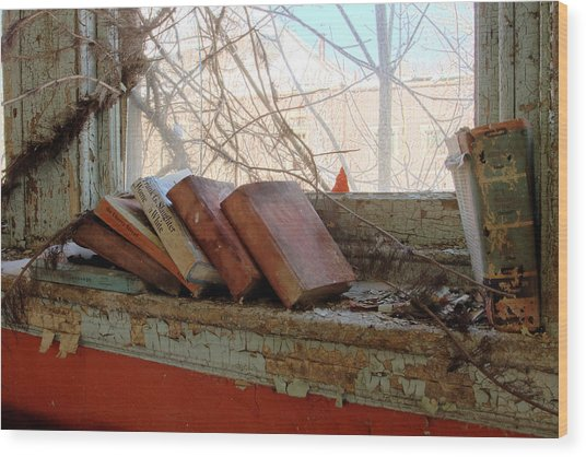 Read Wood Print by Kevin Brett