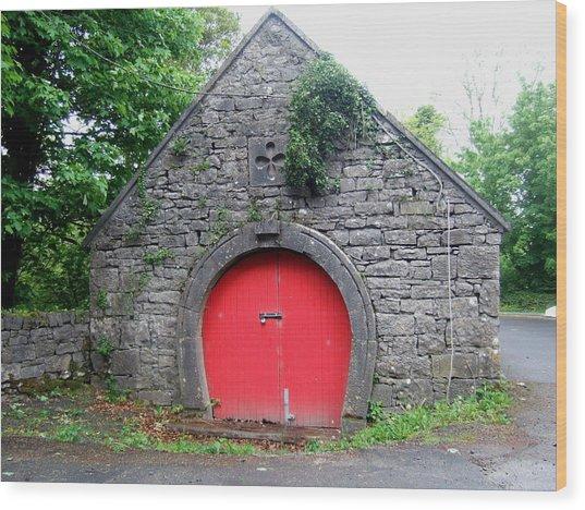 Red Barn Door In Ireland Wood Print by Jeanette Oberholtzer