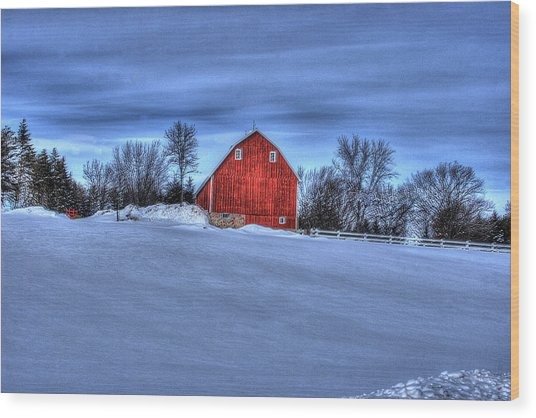 Red Barn In Winter Wood Print by Laurie Prentice