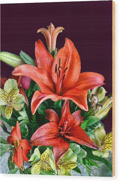 Red Day Lily Bouquet Wood Print by Linda Phelps