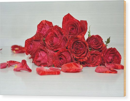 Red Roses And Rose Petals Wood Print