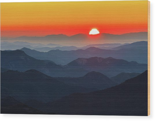Red Sun In The End Of Mountain Range Wood Print