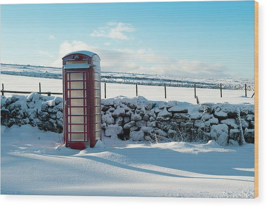 Red Telephone Box In The Snow V Wood Print