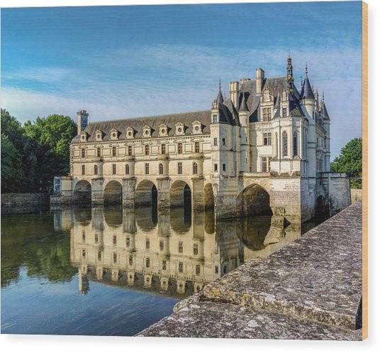 Reflecting Chateau Chenonceau In France Wood Print