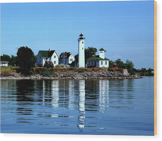 Reflections At Tibbetts Point Lighthouse Wood Print